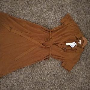 Short sleeve, buttoned dress